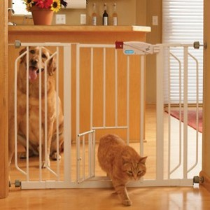 carlson-extra-wide-walk-thru-gate-with-pet-door